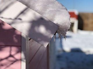 Proteger madera exteriores con barniz o esmalte lateral nieve