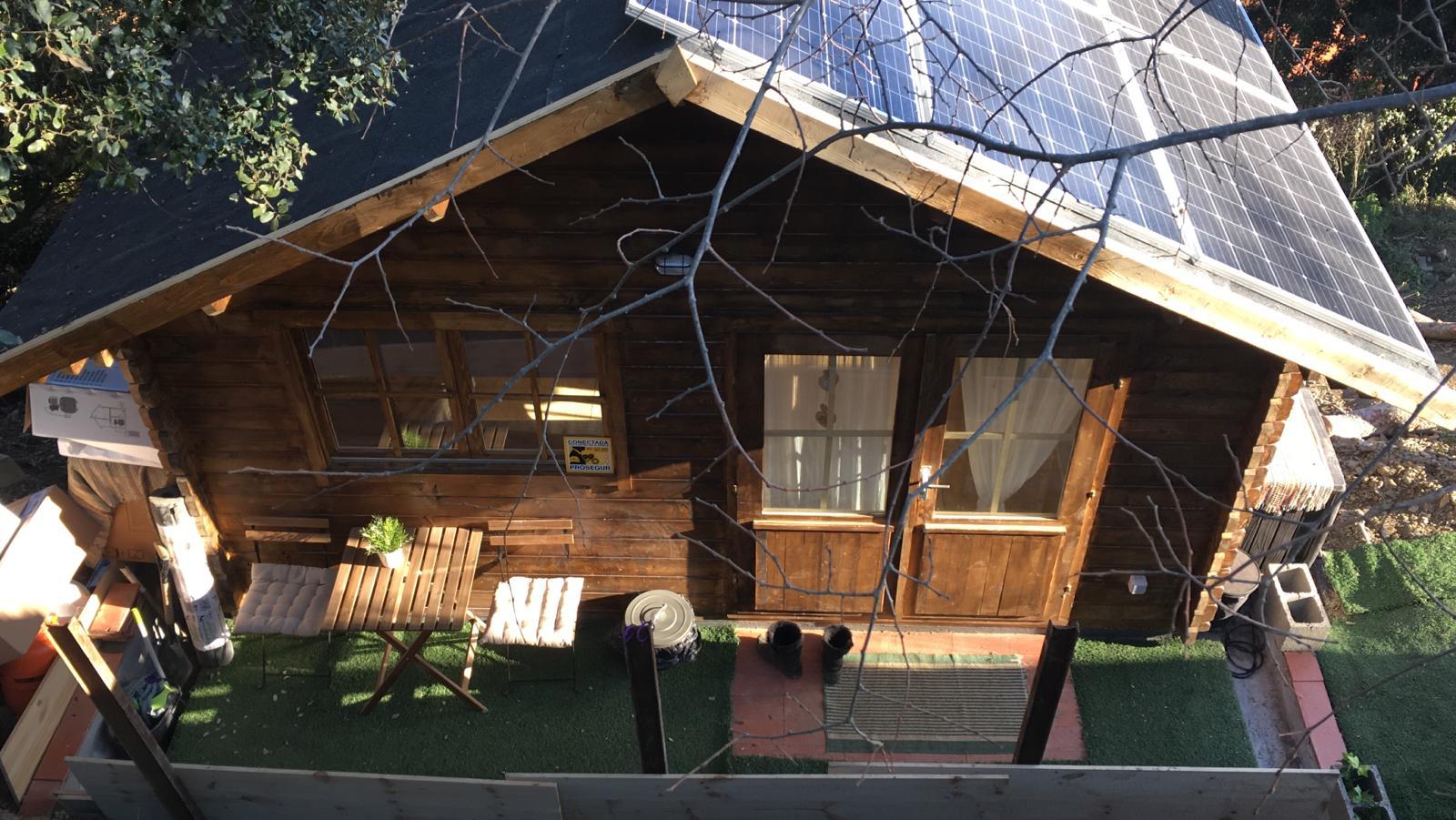 Casa de madera modelo berlin con altillo autoalimentada - Casas con placas solares ...