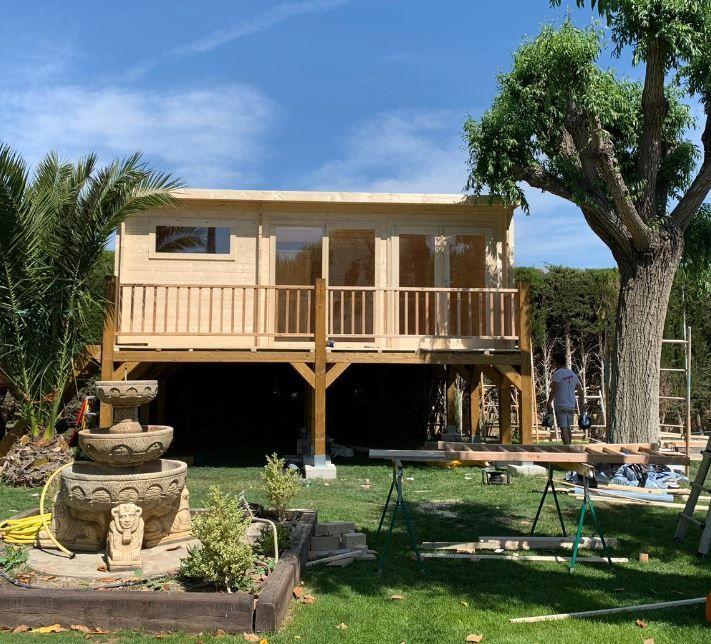 Cabañas de madera con techo plano elevadas - casas de clientes