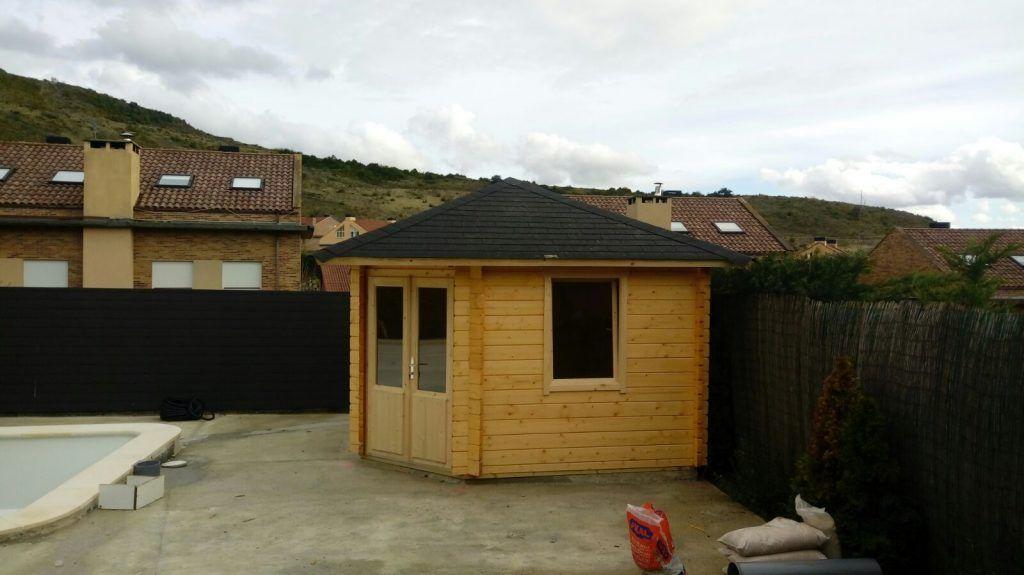 Caseta de madera en esquina en La Rioja - casas de clientes