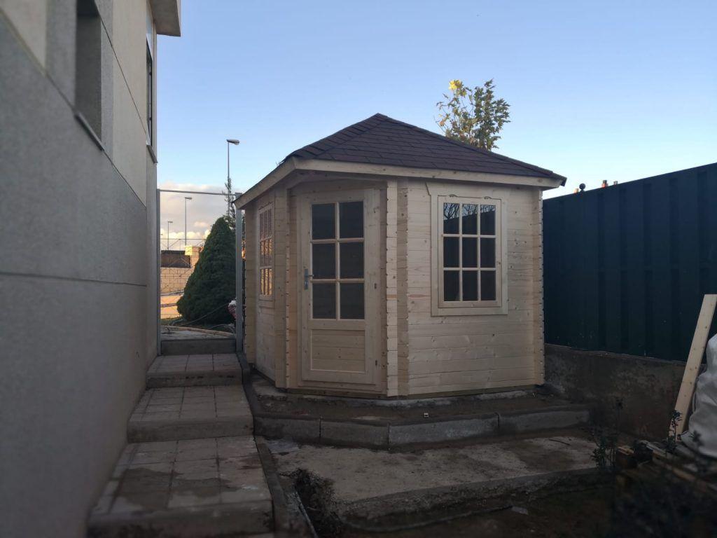 Casetas de madera en esquina - casas de clientes