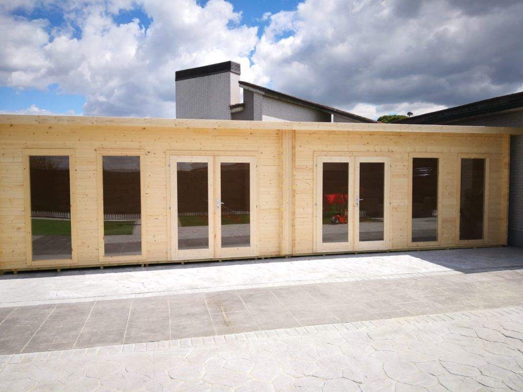 Unión de 2 cabañas de madera con techo plano - casas de clientes