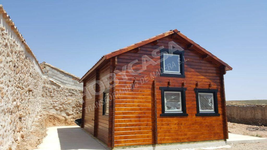 Casa de madera Mallorca parte trasera ventana
