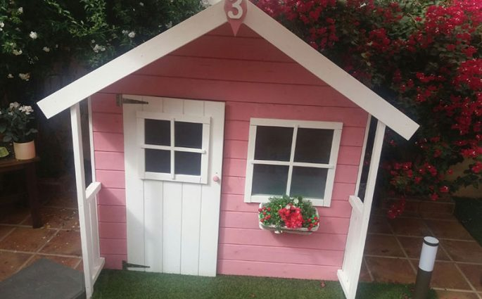 casita-de-madera-infantil-rosa